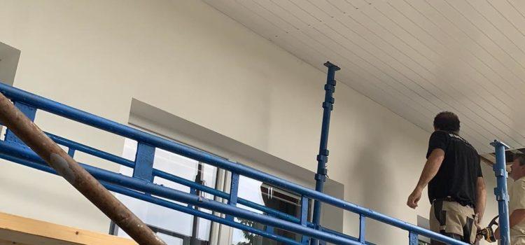 Podbití střech. Palubky nemusí být pouze ze dřeva – plastové palubky.