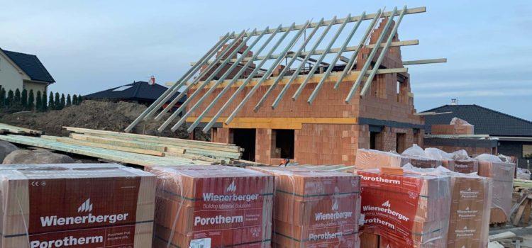Tento týden byla zahájena výstavba nové střechy ve Skutči (okres Chrudim, Pardubický kraj)